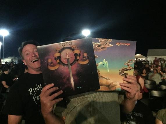 Look! I got photo bombed!